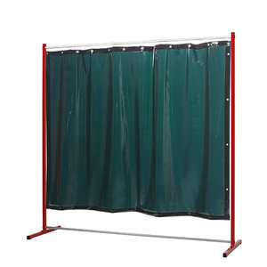 Sprint welding screen with curtains